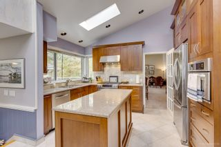 """Photo 9: 7789 KENTWOOD Street in Burnaby: Government Road House for sale in """"Government Road Area"""" (Burnaby North)  : MLS®# R2352924"""