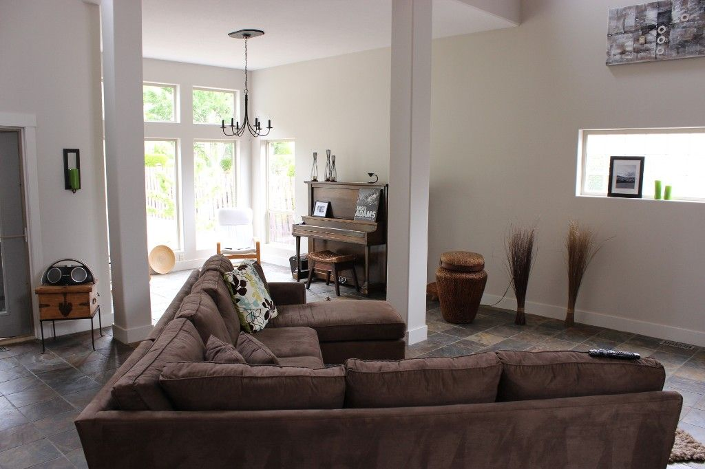 Photo 5: Photos: 3585 Navatanee Drive in Kamloops: Campbell Cr/Del Oro House for sale : MLS®# 123375