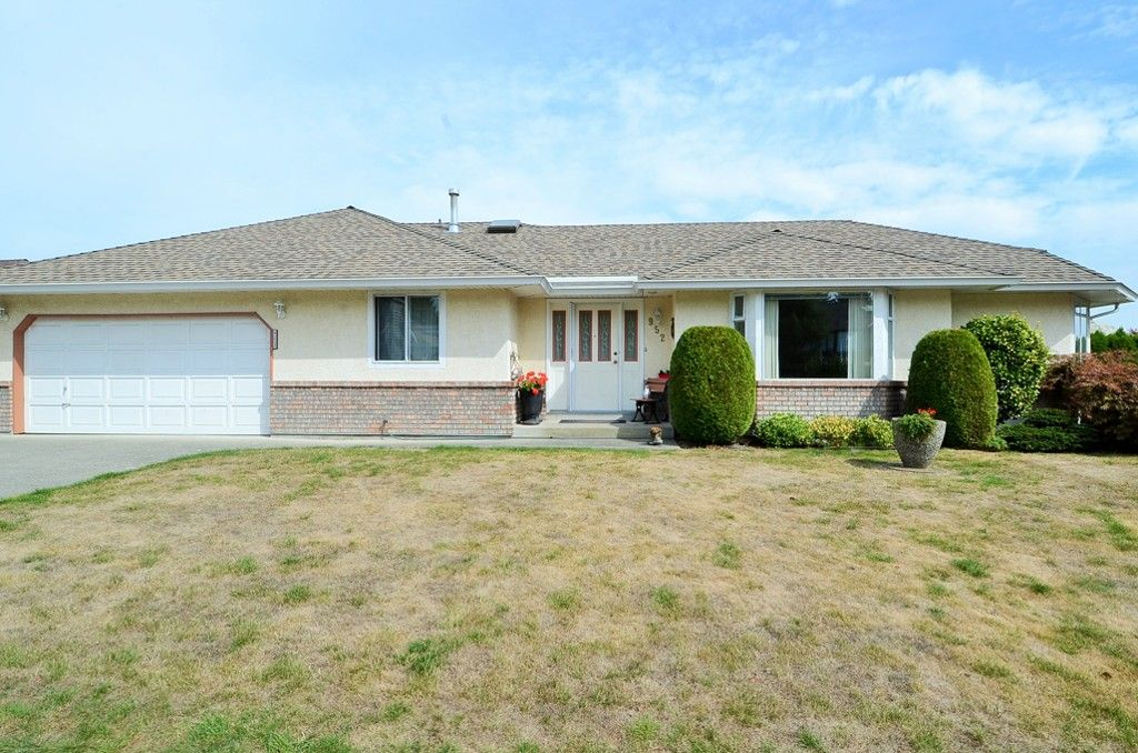 Main Photo: 952 166 Street in White Rock: King George Corridor House for sale (Surrey)