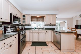 Photo 3: 654 ROBINSON Street in Coquitlam: Coquitlam West House for sale : MLS®# R2611834
