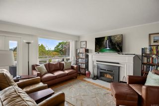 Photo 2: 310 Windermere Pl in : Vi Fairfield West House for sale (Victoria)  : MLS®# 876076