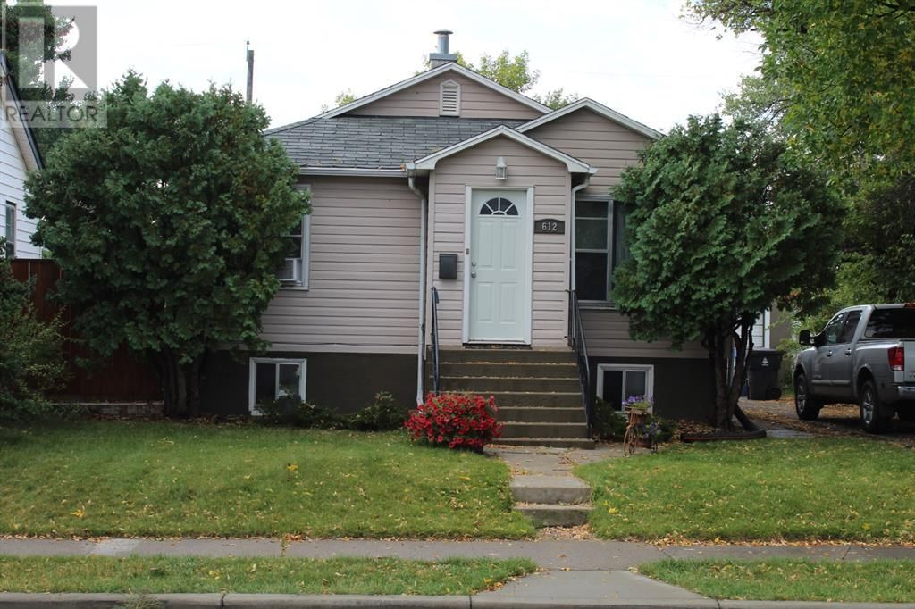 Main Photo: 612 9 Avenue S in Lethbridge: House for sale : MLS®# A1145075