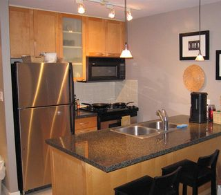 """Photo 3: 701 989 RICHARDS Street in Vancouver: Downtown VW Condo for sale in """"MONDRIAN"""" (Vancouver West)  : MLS®# R2061790"""
