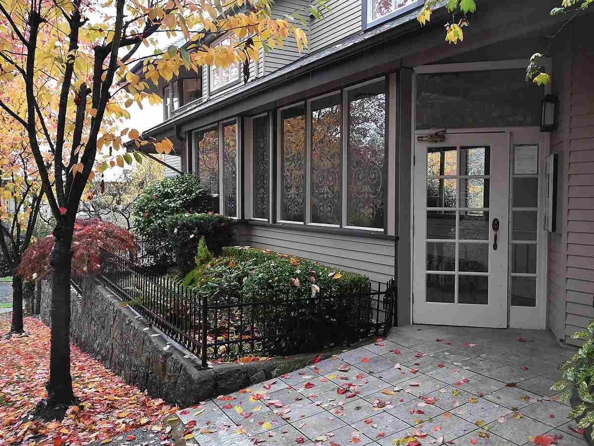 """Main Photo: 13 1620 BALSAM Street in Vancouver: Kitsilano Townhouse for sale in """"OLD KITS TOWNHOMES"""" (Vancouver West)  : MLS®# R2012310"""