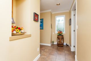 """Photo 5: 307 15941 MARINE Drive: White Rock Condo for sale in """"THE HERITAGE"""" (South Surrey White Rock)  : MLS®# R2408083"""