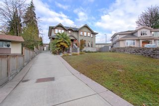 "Photo 4: 3327 LAKEDALE Avenue in Burnaby: Government Road House for sale in ""Government Road Area"" (Burnaby North)  : MLS®# R2322333"