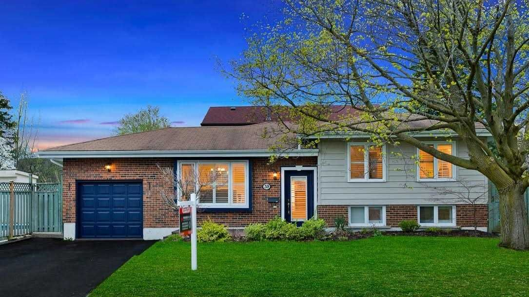 Main Photo: 39 Michael Boulevard in Whitby: Lynde Creek House (Bungalow) for sale : MLS®# E4846116