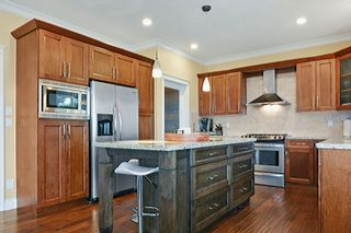 """Photo 9: 5878 165 Street in Surrey: Cloverdale BC House for sale in """"BELL RIDGE ESTATES"""" (Cloverdale)  : MLS®# F1432063"""