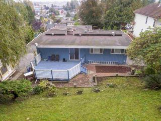 """Photo 3: 1934 WARWICK Crescent in Port Coquitlam: Mary Hill House for sale in """"MARY HILL"""" : MLS®# R2510324"""