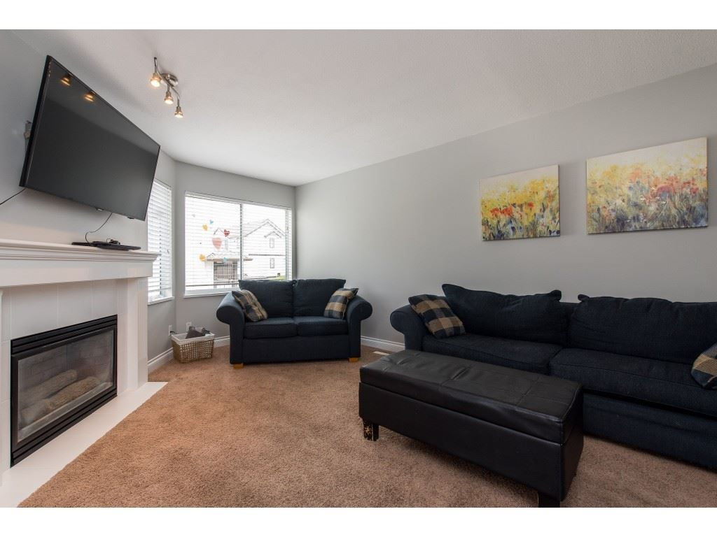 """Main Photo: 21 45740 THOMAS Road in Sardis: Vedder S Watson-Promontory Townhouse for sale in """"RIVERWYND"""" : MLS®# R2461383"""