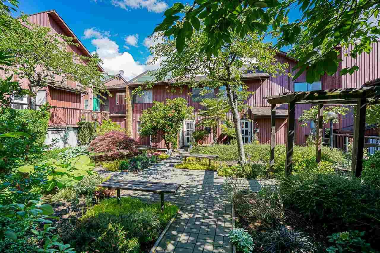 """Main Photo: 4 719 E 31ST Avenue in Vancouver: Fraser VE Townhouse for sale in """"ALDERBURY VILLAGE"""" (Vancouver East)  : MLS®# R2591703"""