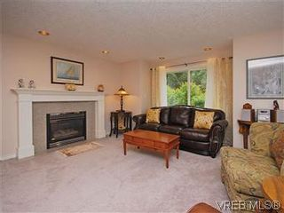 Photo 2: 2390 Halcyon Pl in VICTORIA: CS Tanner House for sale (Central Saanich)  : MLS®# 584829