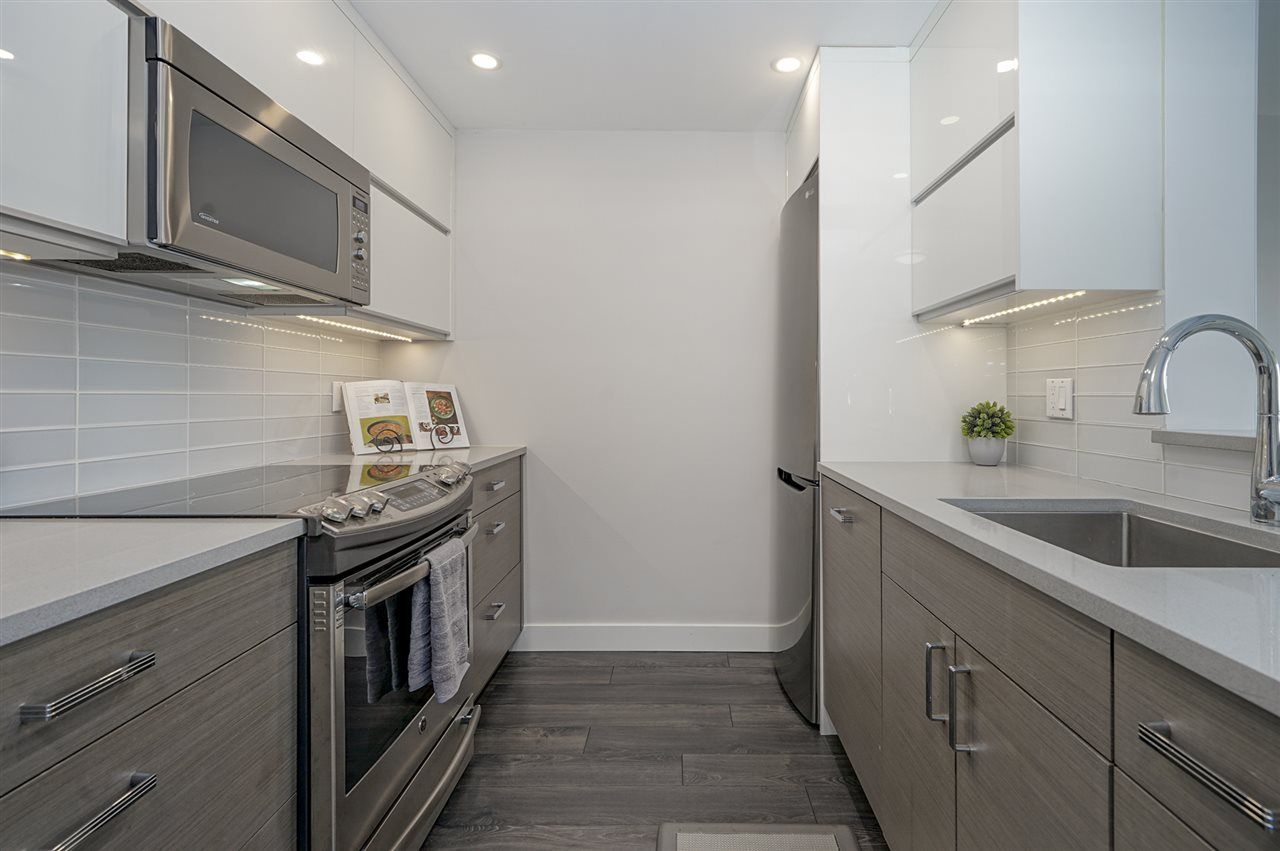 Photo 2: Photos: 1105 6595 WILLINGDON AVENUE in Burnaby: Metrotown Condo for sale (Burnaby South)  : MLS®# R2334446