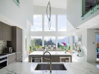 """Photo 4: 315 FURRY CREEK Drive in West Vancouver: Furry Creek House for sale in """"BENCHLANDS"""" : MLS®# R2619633"""