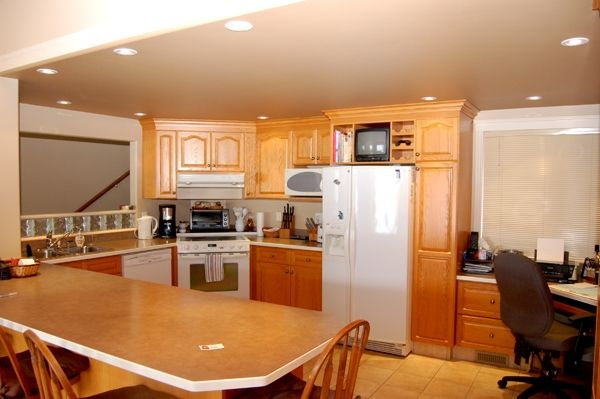 Photo 8: Photos: 4021 Lakeside Road in Penticton: Penticton South Residential Detached for sale : MLS®# 136028