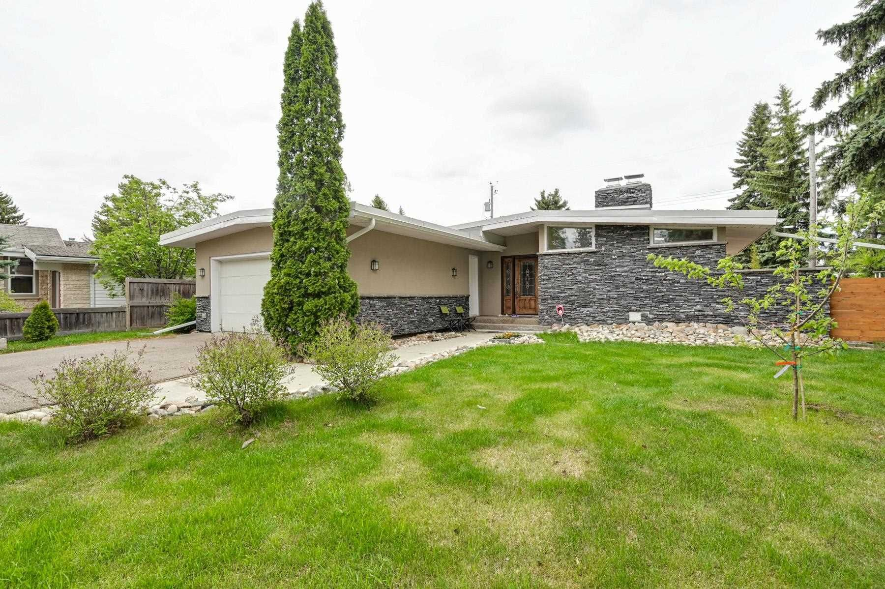 Main Photo: 13907 91 Avenue in Edmonton: Zone 10 House for sale : MLS®# E4246880