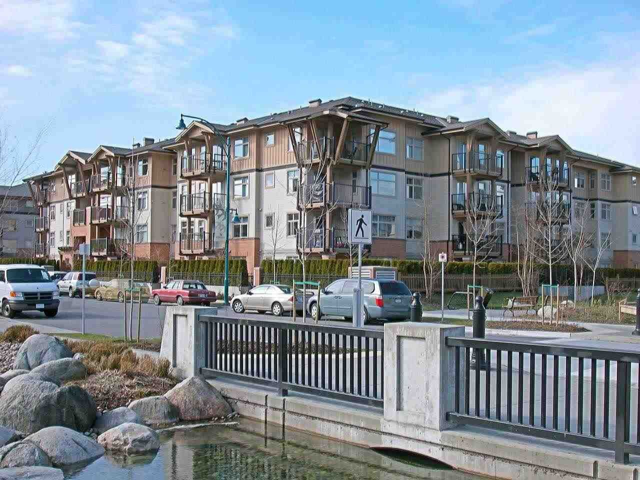 """Main Photo: 308 500 KLAHANIE Drive in Port Moody: Port Moody Centre Condo for sale in """"TIDES"""" : MLS®# R2403945"""