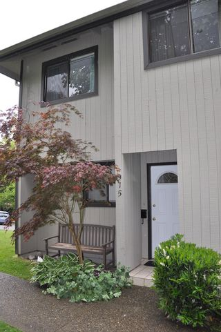 Photo 1: 915 Britton Drive in Woodside Village: Home for sale