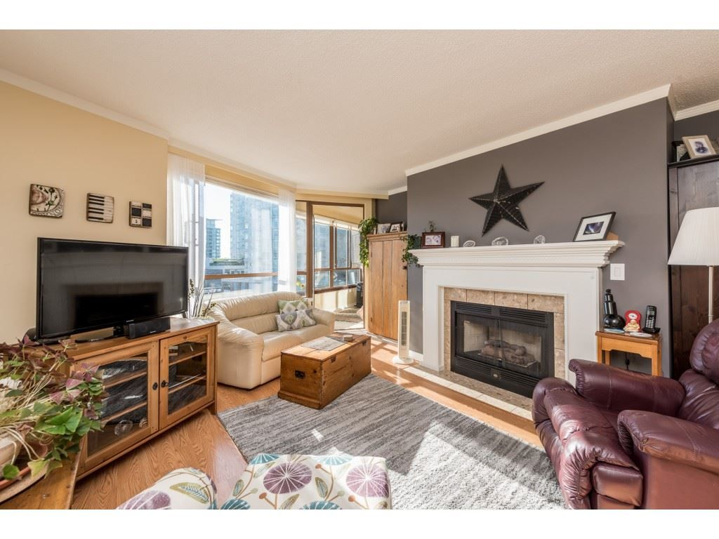 """Main Photo: 611 15111 RUSSELL Avenue: White Rock Condo for sale in """"Pacific Terrace"""" (South Surrey White Rock)  : MLS®# R2204844"""