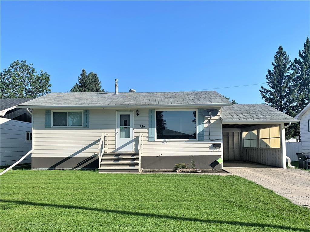 Main Photo: 132 Bossons Avenue in Dauphin: Northeast Residential for sale (R30 - Dauphin and Area)  : MLS®# 202121283