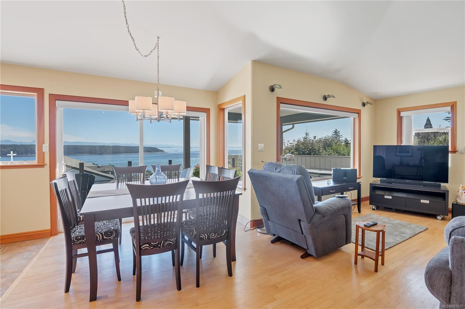 Photo 9: Photos: 253 S Alder St in : CR Campbell River South House for sale (Campbell River)  : MLS®# 857027