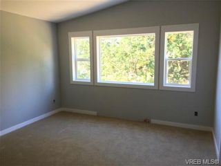Photo 4: 911 Nel Hamerton Pl in VICTORIA: La Florence Lake House for sale (Langford)  : MLS®# 676435