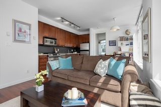 """Photo 4: 413 2055 YUKON Street in Vancouver: False Creek Condo for sale in """"THE MONTREUX"""" (Vancouver West)  : MLS®# R2371441"""