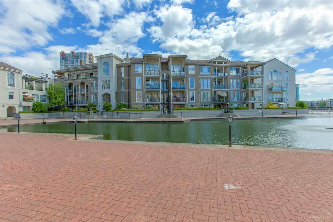 """Main Photo: 105 2 RENAISSANCE Square in New Westminster: Quay Condo for sale in """"THE LIDO"""" : MLS®# R2338494"""
