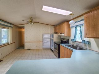 """Photo 8: 17 7817 HIGHWAY 97 S in Prince George: Sintich Manufactured Home for sale in """"Sintich Adult Mobile Home Park"""" (PG City South East (Zone 75))  : MLS®# R2614001"""
