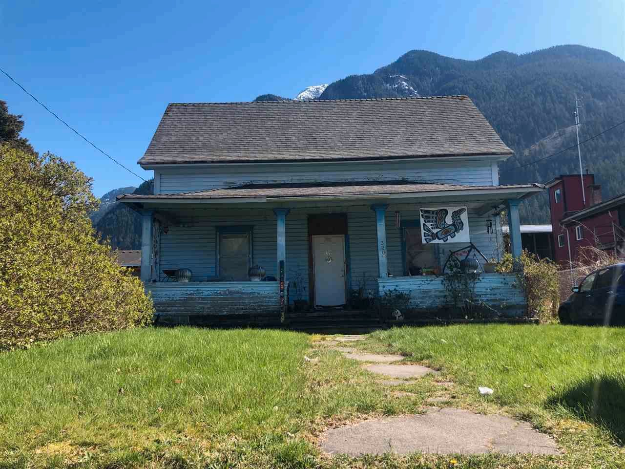 Main Photo: 320 FORT Street in Hope: Hope Center House for sale : MLS®# R2565757