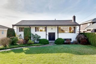 Photo 1: 6170 WINCH Street in Burnaby: Parkcrest House for sale (Burnaby North)  : MLS®# R2439181