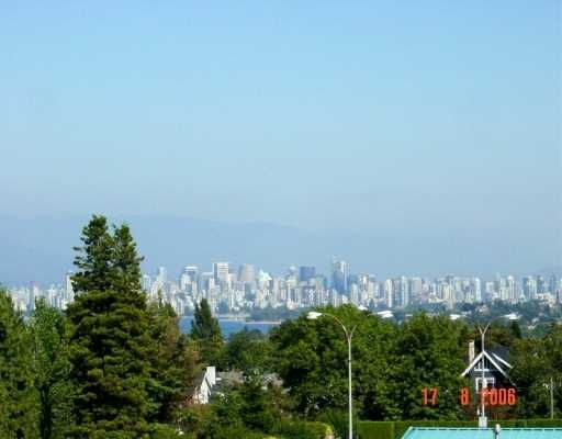 "Main Photo: 2580 TOLMIE Street in Vancouver: Point Grey Condo for sale in ""POINT GREY PLACE"" (Vancouver West)  : MLS®# V626284"