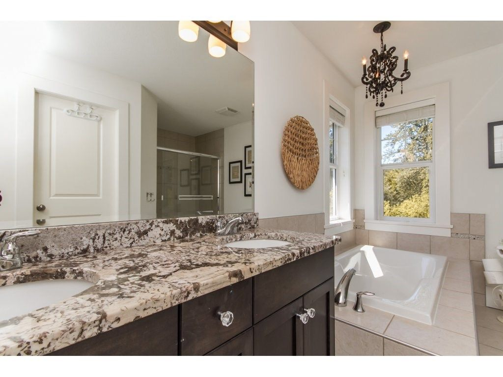 Photo 10: Photos: 4354 BLAUSON Boulevard in Abbotsford: Abbotsford East House for sale : MLS®# R2096025