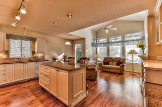 "Photo 8: 17 17917 68 Avenue in Surrey: Cloverdale BC Townhouse for sale in ""Weybridge Lane"" (Cloverdale)  : MLS®# R2208402"
