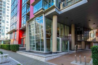 """Photo 3: 318 38 W 1ST Avenue in Vancouver: False Creek Condo for sale in """"THE ONE"""" (Vancouver West)  : MLS®# R2576246"""