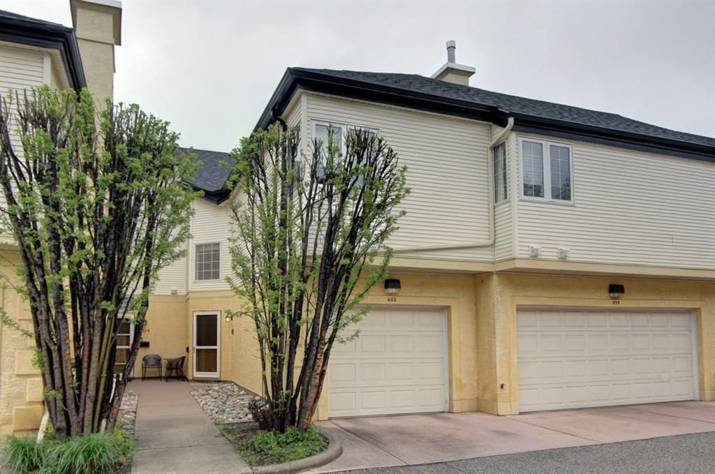 Welcome to #602 - 408 31 Avenue NW in the Summerfields!