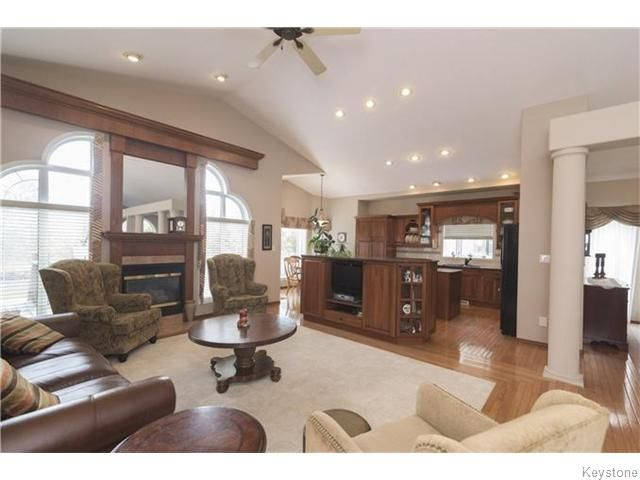 Photo 2: Photos: 227 MARINERS Way in ESTPAUL: Birdshill Area Residential for sale (North East Winnipeg)  : MLS®# 1601136