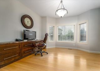 Photo 3: 242 STRATHRIDGE Place SW in Calgary: Strathcona Park Detached for sale : MLS®# C4246259