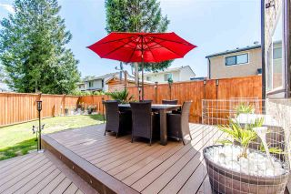 Photo 12: 6059 BROOKS Crescent in Surrey: Cloverdale BC House for sale (Cloverdale)  : MLS®# R2377690
