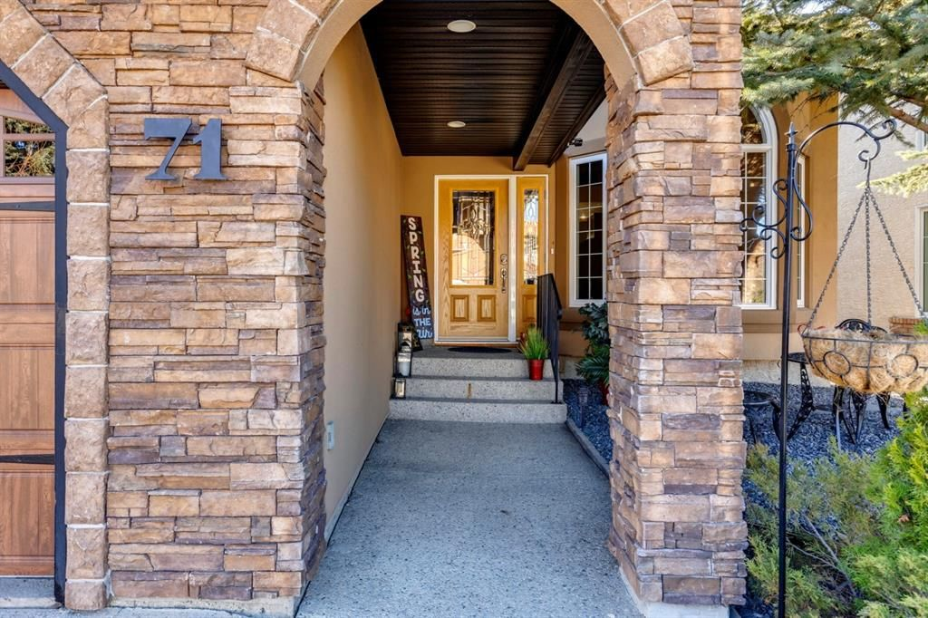 Main Photo: 71 Mt Robson Circle SE in Calgary: McKenzie Lake Detached for sale : MLS®# A1102816