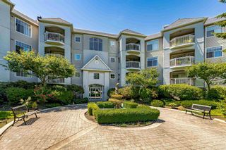 """Photo 2: 215 5677 208 Street in Langley: Langley City Condo for sale in """"Ivylea"""" : MLS®# R2595090"""