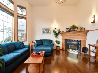 Photo 2: 2355 Strawberry Pl in CAMPBELL RIVER: CR Willow Point House for sale (Campbell River)  : MLS®# 830896