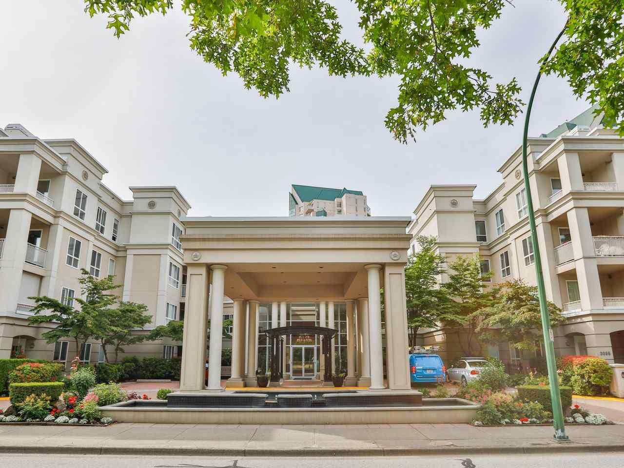 """Main Photo: 425 3098 GUILDFORD Way in Coquitlam: North Coquitlam Condo for sale in """"Marlborough House"""" : MLS®# R2386006"""