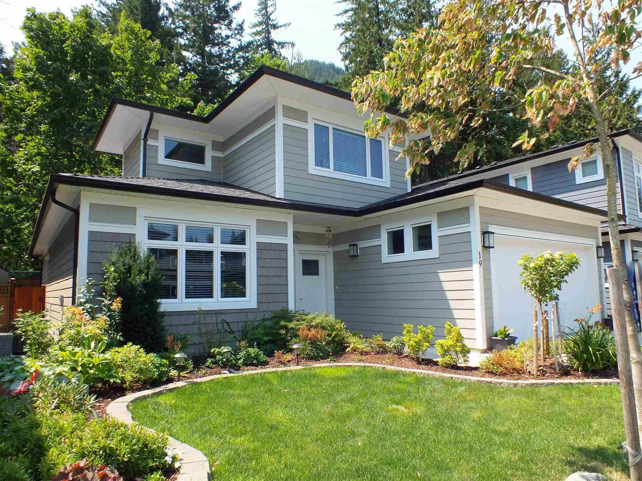 "Main Photo: 19 63650 FLOOD HOPE Road in Hope: Hope Silver Creek House for sale in ""CREEKSIDE ESTATES"" : MLS®# R2601598"