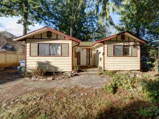 "Photo 2: 5669 SURF Circle in Sechelt: Sechelt District House for sale in ""SECHELT DOWNTOWN"" (Sunshine Coast)  : MLS®# R2530445"