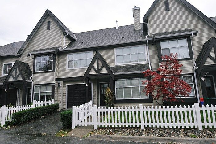 "Main Photo: 117 12099 237 Street in Maple Ridge: East Central Townhouse for sale in ""GABRIOLA"" : MLS®# R2117945"