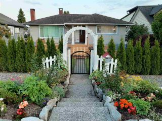 Main Photo: 615 E 6TH Street in North Vancouver: Queensbury House for sale : MLS®# R2561624