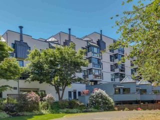 Photo 1: 211 1477 FOUNTAIN WAY in Vancouver: False Creek Condo for sale (Vancouver West)  : MLS®# R2345883