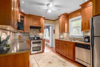 """Photo 2: 2366 GRANT Street in Vancouver: Grandview VE House for sale in """"GRANDVIEW/COMMERCIAL DRIVE"""" (Vancouver East)  : MLS®# R2089719"""