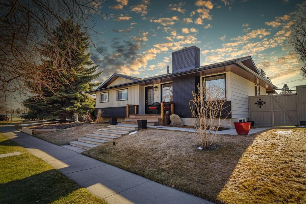 Main Photo: 516 Queen Charlotte Drive SE in Calgary: Queensland Detached for sale : MLS®# A1098339